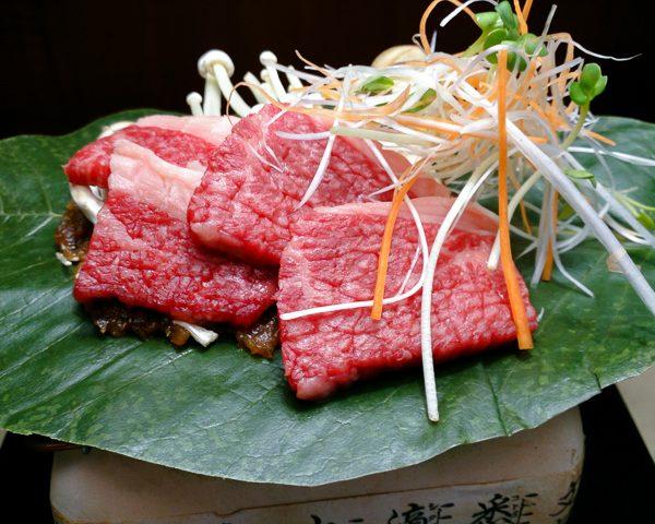 牛ロースの朴葉焼き